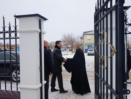 Губернатор Астраханской области посетил храм в Никольском