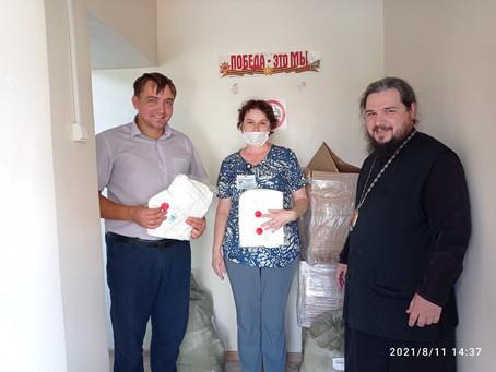 Епархия передала в ковидный госпиталь гуманитарную помощь для больных и медперсонала