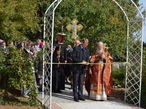 В Никольском установлен и освящен памятник святым Петру и Февронии