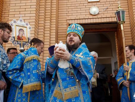 Владыка Антоний возглавил Божественную литургию в Благовещенском храме Нариманова в день престольног