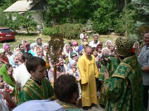 В Ахтубинской епархии встретили праздник Троицы