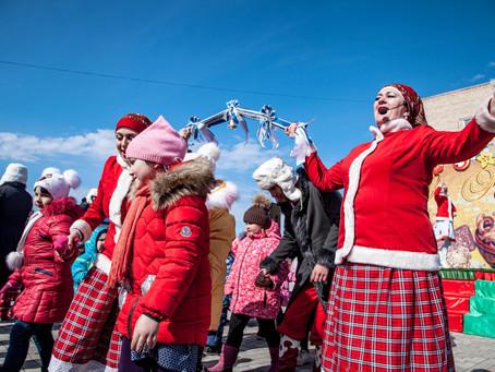 В Прощеное воскресенье после Литургии в Ахтубинске прошли масленичные народные гуляния