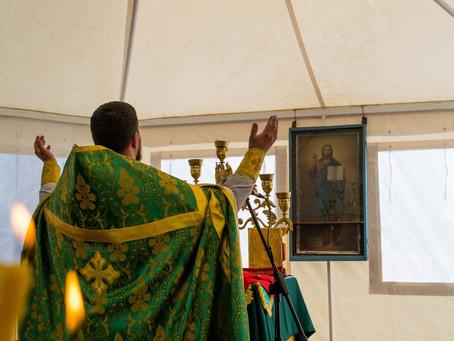 В Вербное воскресенье в Чёрном Яре на месте будущего храма совершены богослужения