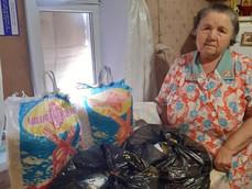 Епархия передает продуктовые наборы, купленные на средства Синододального отдела, нуждающимся семьям