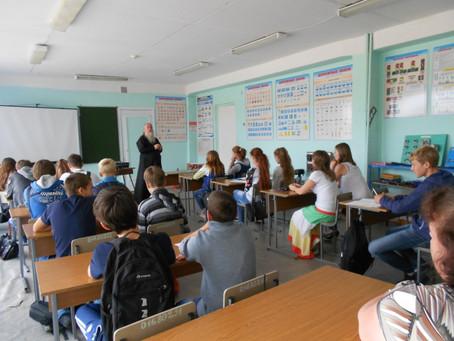 Руководитель социального отдела епархии встретился со школьниками