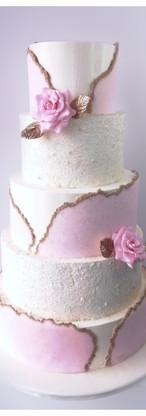 Wedding cake blanc, or et rose, géodes, pailleté