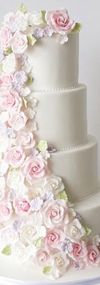 wedding cake cascade de roses en sucre