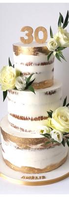 Nude cake fleurs fraîches or
