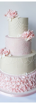 wedding cake Shabby Chic dentelle, perles, froufrous, fleurs
