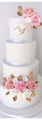 Wedding cake dentelle fleurs en sucre touche or