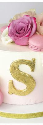 Cake design gâteau fleurs fraîches macarons