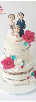 Nude cake et figurines à l'effigie de la famille