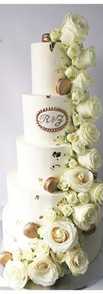 Wedding cake cascade de roses blanches et or