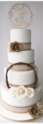Wedding cake Rustique toile de jute, dentelle et bois