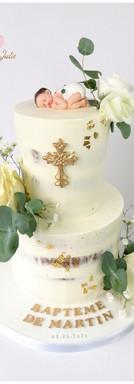 Nude cake fleuris baptême blanc or