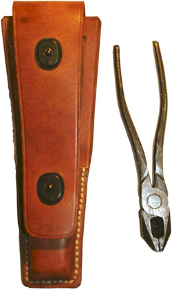 TE-33_Tool_Pouch_and_Pliers