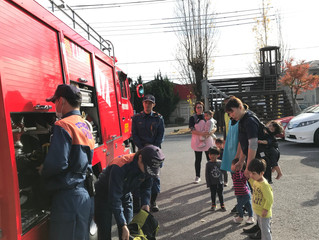 火災訓練、間近に見る消防車