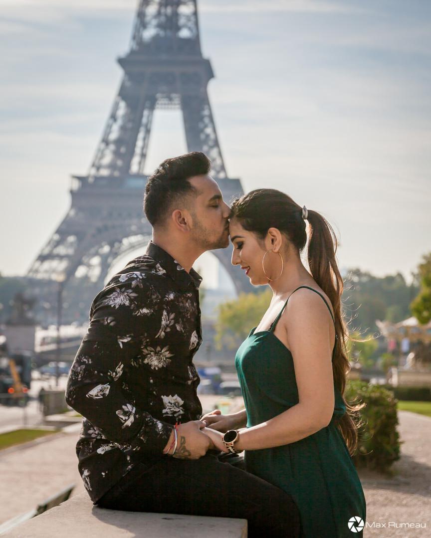 Couple shooting in Paris