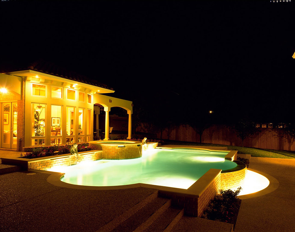 Cresswell Custom Builders Exterior Pool Scape at night