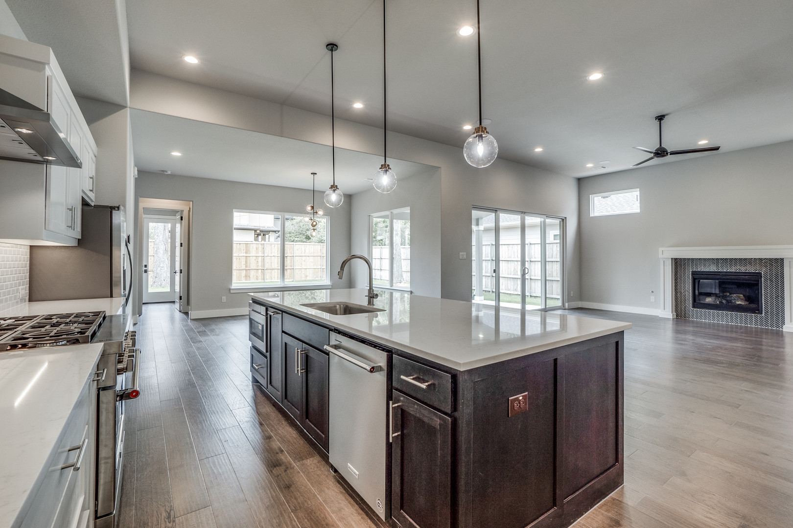4417-somerville-Kitchen towards Family R