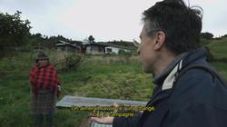 ON-REVIENT-DE-LOIN_Pierre_Carles_enquêtant_dans_le_monde_rural.jpg