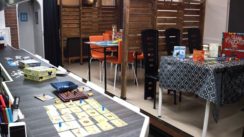 ・テーブル3卓 ・カウンター8席 ・飲食持ち込み可 ・ドリンク・スナック販売中 ・各種電子決済・クレジット対応