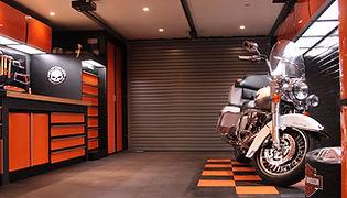 Aménagement de garage Harley Davidson orange