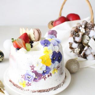 華やかクリスマスチョコシフォンケーキ by cotta