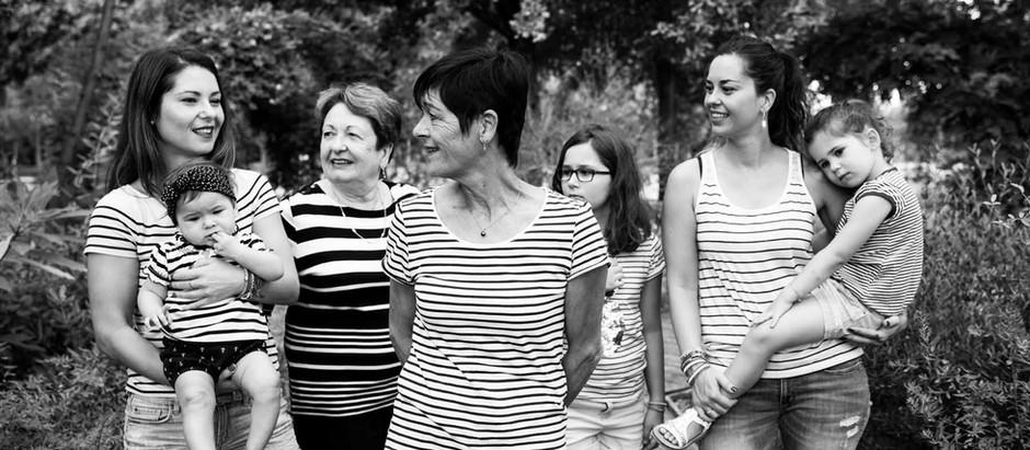 des femmes, une famille - séance photo en été