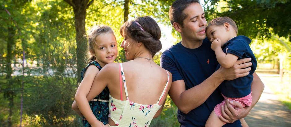Photos enfants en famille jardin à Boé