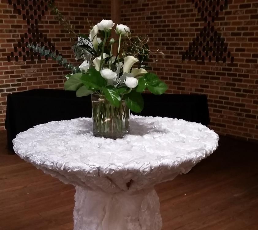 High Top Rosette Tablecloth