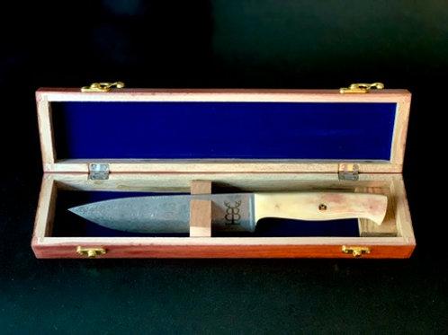 Kökskniv med kamelbenshandtag och damaskusstål