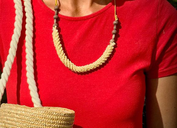 Náhrdelník pletený ze slámy