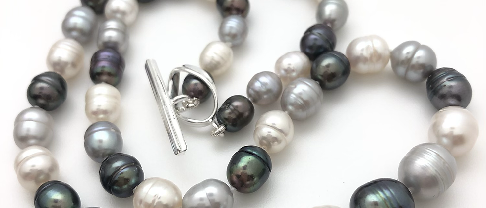 Classic BWG pearl necklace