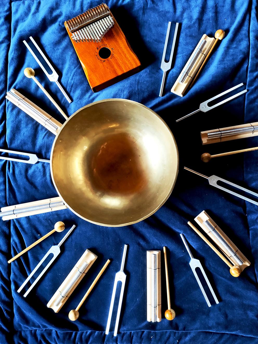 bol tibétain, diapasons, kalimba, carillon thérapeutique