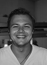 nicolay dahlgren, grafisk design, dahlgren design, blid gutt, happy, grafisk designer, noroff