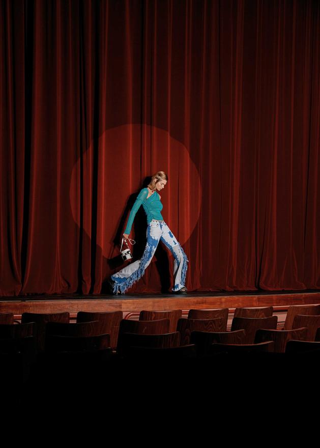 Theatre_girl_023.jpg