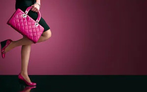woman-sexy-legs-handbag-shopping-260nw-1