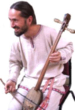Музыкант и мастер ВалерийДьяченко играет на игиле (моринхуре)