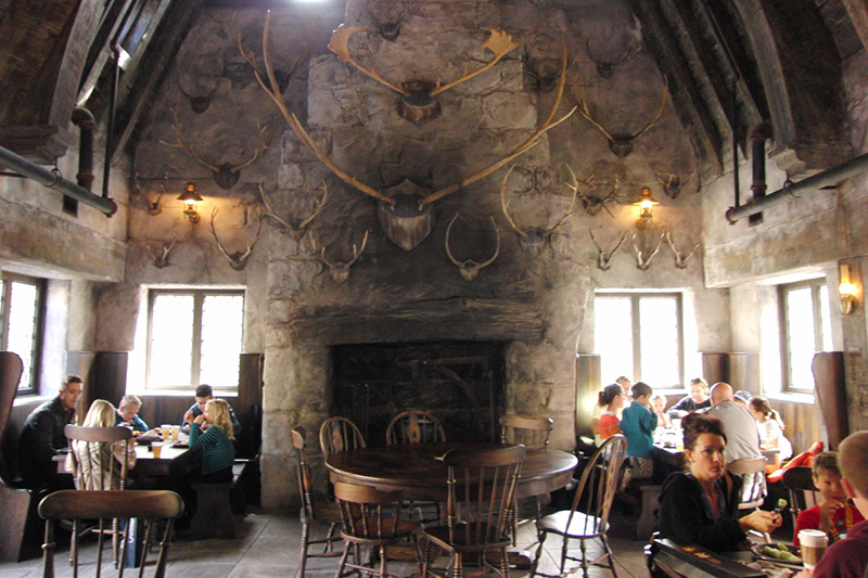 Wizarding World of Harry Potter Hollywood Three Broomsticks (3)_800.jpg