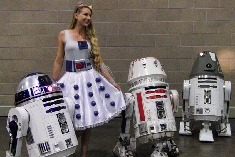 WonderCon 2016 R2D2s and Cosplay_800.jpg
