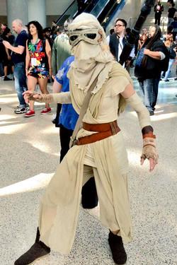 wondercon_rey_cosplay_600.jpg