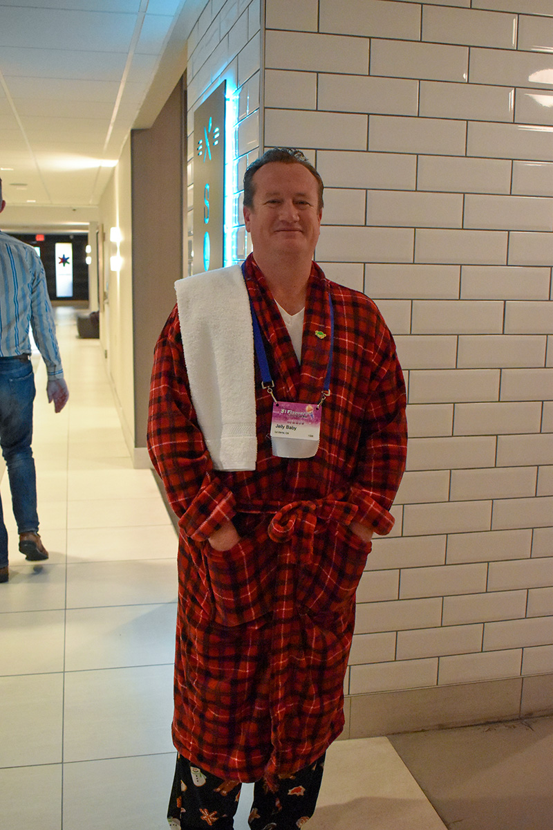 Gallifrey One 2020 Arthur Dent Cosplay_1