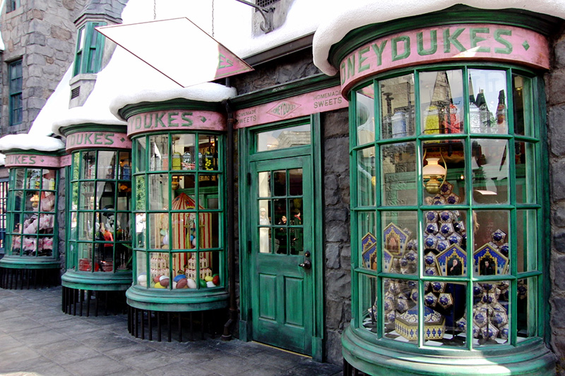 Wizarding World of Harry Potter Hollywood Honeydukes (1)_800.jpg