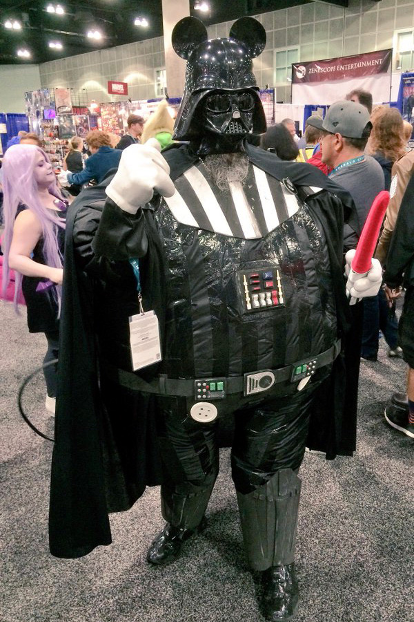 wondercon_darth_mickey_cosplay_600.jpg