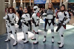 wondercon_cosplay_female_stormtroppers_600.jpg