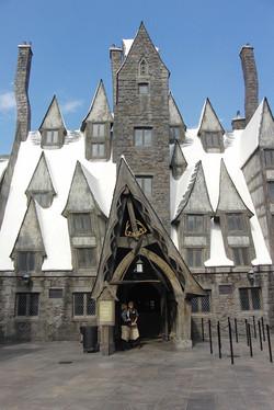 Wizarding World of Harry Potter Hollywood Three Broomsticks_800.jpg