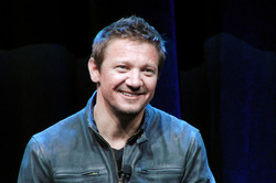 Silicon Valley Comic Con 2016 Jeremy Renner_PSE_800.jpg