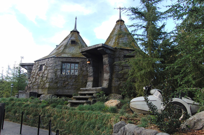 Wizarding World of Harry Potter Hollywood Hagrid's Hut_800.jpg