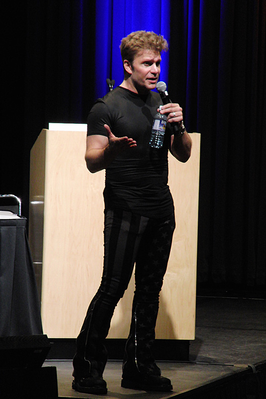 Denver Comic Con 2016 Vic Mignogna_800.jpg